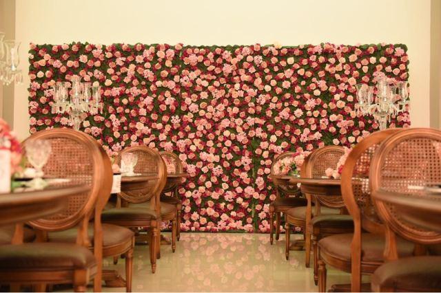 Muro de flores para o aniversário da Mara Maravilha